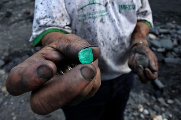 En las minas de esmeraldas del occidente de Boyacá son explotados miles de niños en condiciones infrahumanas - Foto: D. Fellous / Libre arbitre / Colombia Tierra Herida