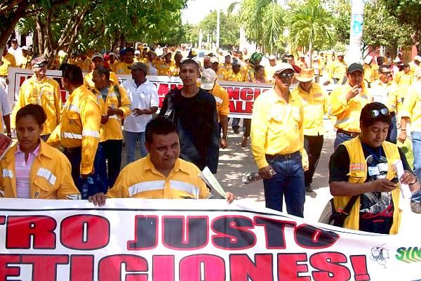 Los obreros de La Jagua de Ibirico (Cesar) se lanzaron a la huelga, exigiendo dignidad y mejores condiciones de trabajo a la empresa trasnacional Glencore en las minas de carbón - Foto: Sintramienergética