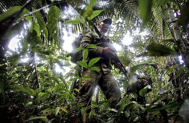 Los 250.000 efectivos del Ejército son  los principlaes responsables de implementar el Plan Colombia y de asegurar los intereses de grandes monopolios trasnacionales y locales - Foto:  Mauricio Moreno Valdés