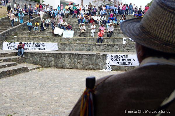 A pesar de que los grandes medios hablaron de más de  12.000 indígenas movilizados por la OPIC en Popayán, pudimos constatar que esta cifra es falsa y apenas unos cuantos centenares de  personas asistieron a la acción convocada por esa organización - Foto: Ernesto Che Mercado Jones