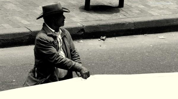 Los movimientos sociales han venido  exigiendo un proceso de paz en el que no sólo participen Estado y guerrillas sino que incluya a todos los actores, incluídas las  organizaciones sociales, para atacar las verdaderas causas de la guerra: la pobreza y la exclusión - Foto: Andrés Monroy Gómez