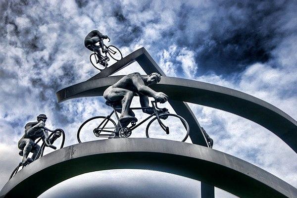 El Tour de Francia se ha convertido en  una competencia sin sobresaltos, en un espectáculo de masas sin pasión deportiva - Foto: Coolmonfrere
