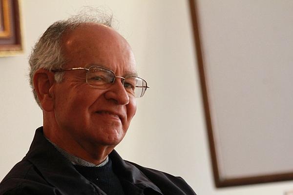 Javier Giraldo es uno de los más destacados defensores de derechos humanos en Colombia. Foto: Sara Rojas.