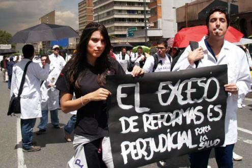 Marcha contra la reforma a la salud - Foto: Omar Vera