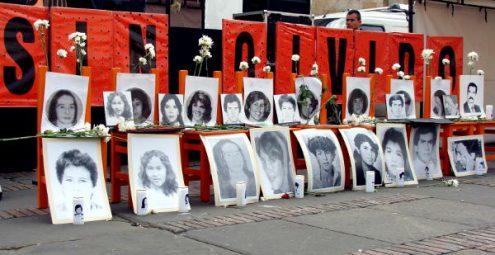 Tres décadas después de los hechos del Palacio, los familiares de las víctimas siguen reclamando justicia. Fotos: Camila Ramírez.