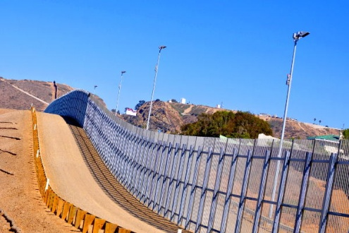 """Doble muro en Tijuana"". Foto: Jonathan McIntosh."