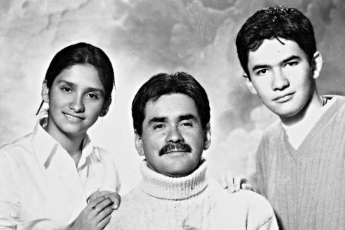 Jaime Enrique Gómez con sus hijos. Foto: Archivo familiar.