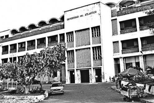 La sede antigua de la Universidad del Atlántico en Barranquilla fue escenario de un plan de exterminio de estudiantes, profesores y trabajadores desarrollado por paramilitares con el apoyo de autoridades de la institución y miembros del DAS. Foto: Jdvillalobos.
