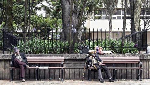Menos de la mitad de los 2'612.508 adultos mayores que se calculan en Colombia cuentan con una pensión y muchos soportan graves condiciones de pobreza. Foto: David Gómez.