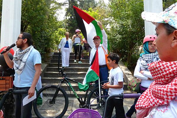 Ciclistas, activistas y ciudadanos rechazaron el paso del Giro de Italia por Jerusalén y se solidarizaron con el pueblo palestino. Foto: Marcela Zuluaga.